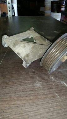 Airco pomp beugel 1985-1992 XJ/gebruikt